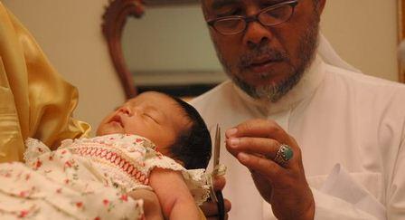 Etika Memotong Rambut Bayi Baru Lahir dalam Agama Islam